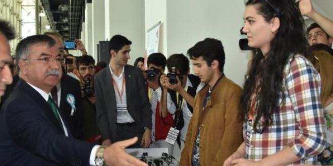 Bakan Yılmaz, robot yarışmasının startını verdi