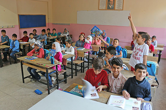 Suriyeli öğrencilerin ders kitaplarını akademisyenler hazırlayacak