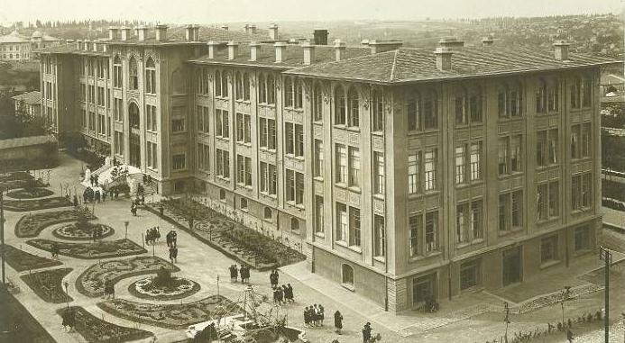 'Ankara Kız Lisesini Kapattırmayız'