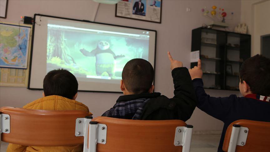 Çizgi film karakterleri çocuklarla 'konuşuyor'