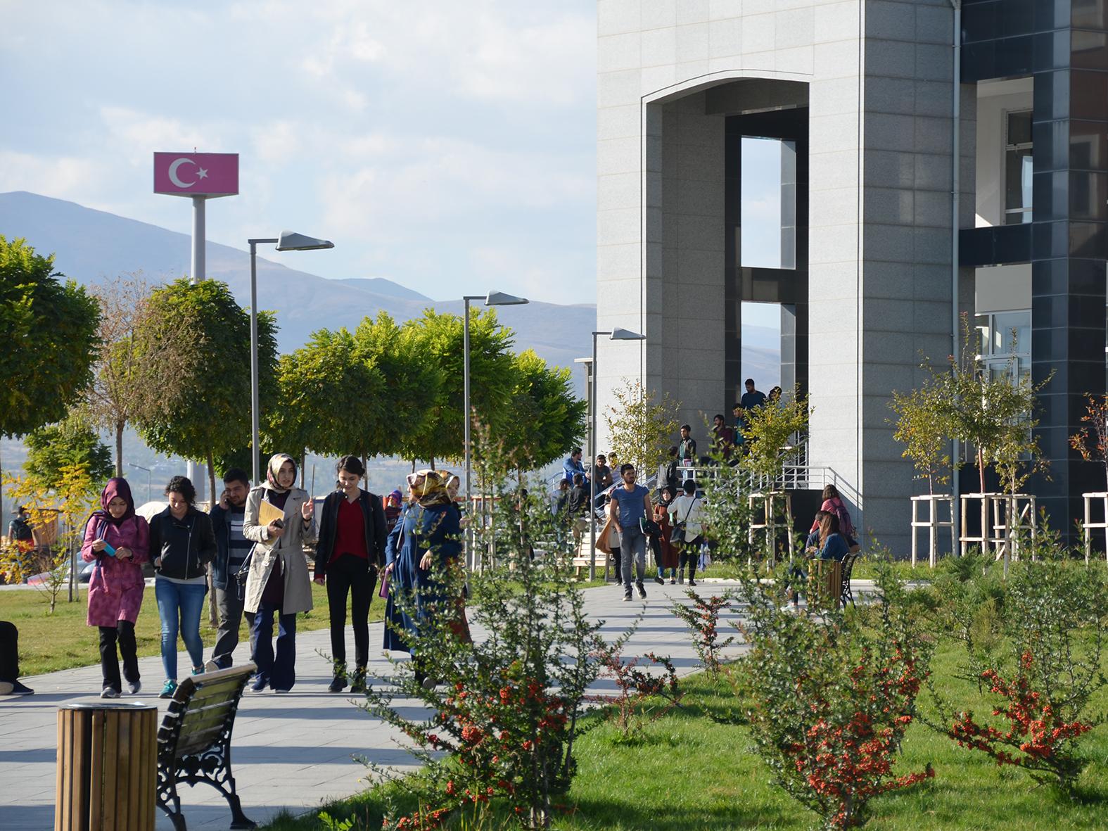 """Erzincan Üniversitesi, """"Binali Yıldırım Üniversitesi"""" oldu"""