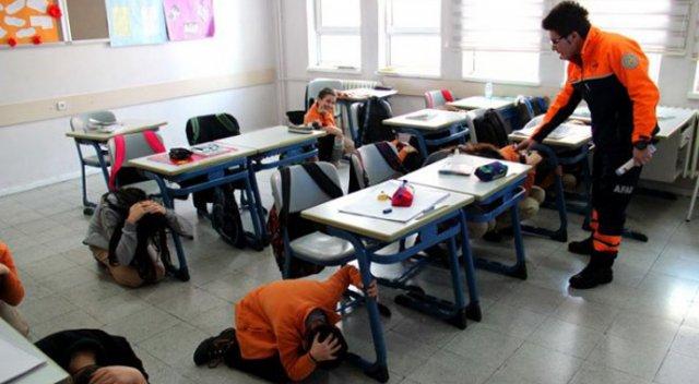 600 okula afet bilinci eğitimi