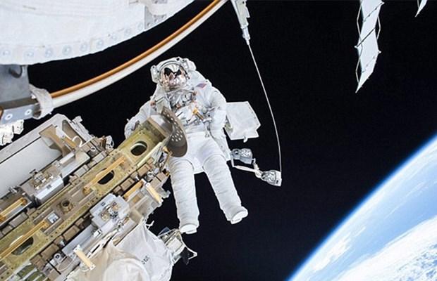 Tarihi uzay yürüyüşü erken sona erdi