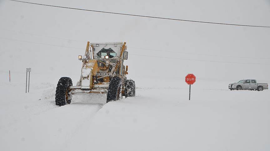 Doğu Anadolu'da 166 köy ve mahalle yoluna kar engeli