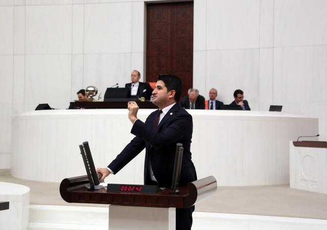 İstanbul Milletvekili Adıgüzel YGS'deki Kopya Düzeneğini Meclis'e Taşıdı
