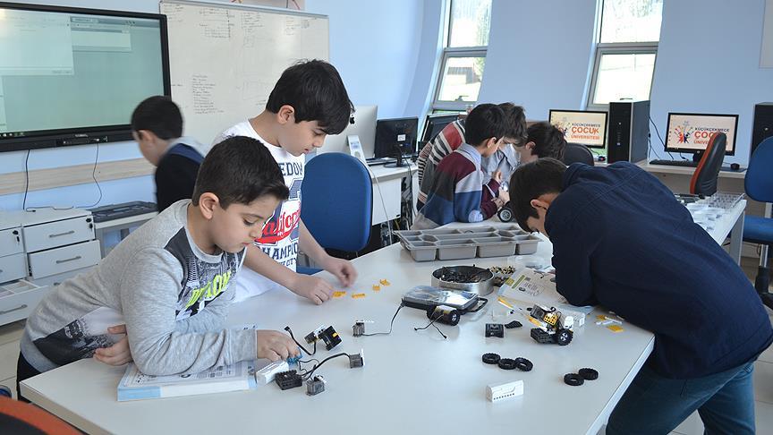'Dahi çocuklar' Çocuk Üniversitesinde hayata hazırlanıyor