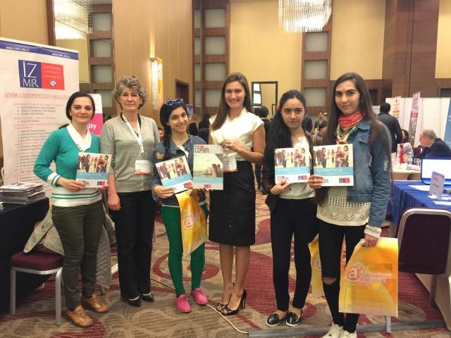 Azeri öğrencilerden İzmir Üniversitesinin sağlık bölümlerine yoğun ilgi
