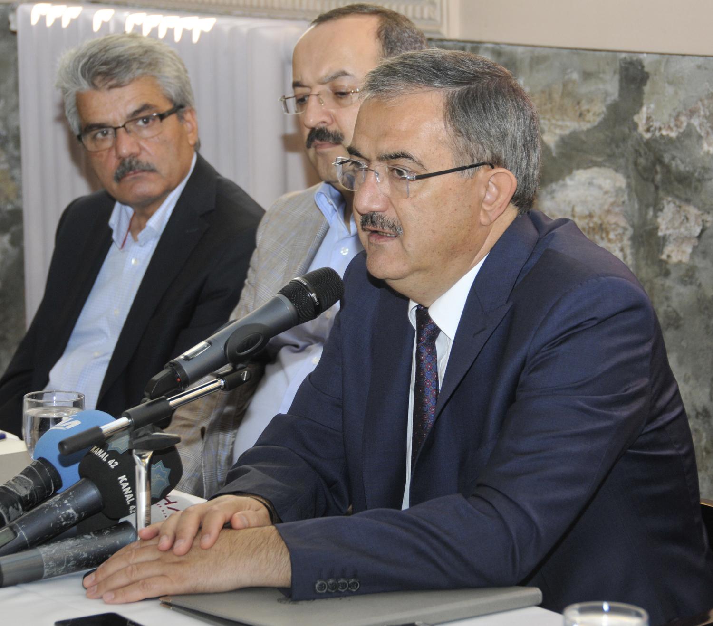"""Rektör Prof. Dr. Şahin: """"Kadro bekleyen öğretim üyesi kalmayacak"""""""