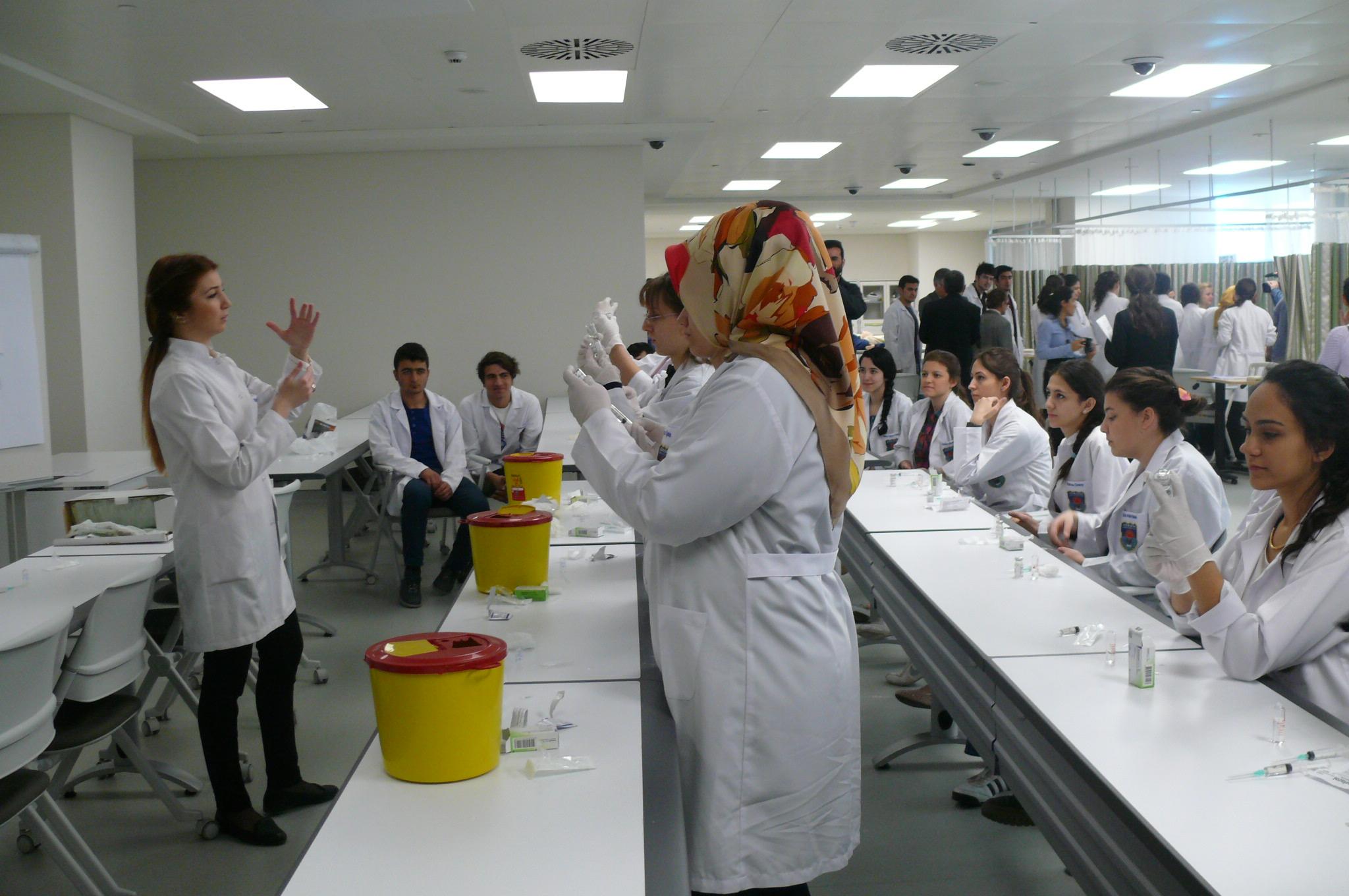 Acıbadem Üniversitesi sağlık eğitiminde çıtayı yükseltti