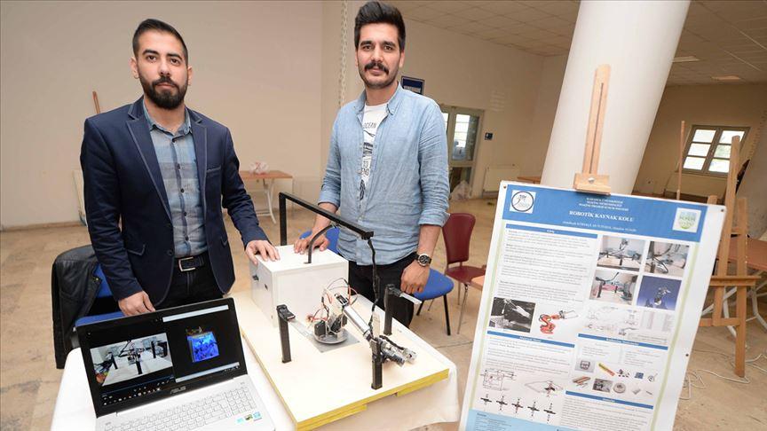 Üniversitelilerden 'robotik kaynak kolu'