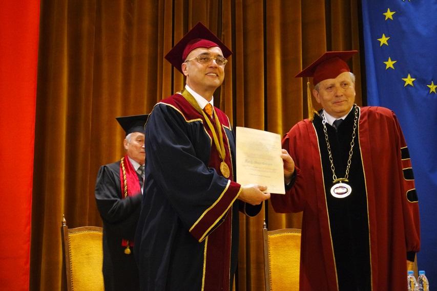 İÜ Rektörü Prof. Yunus Söylet'e Fahri Doktora