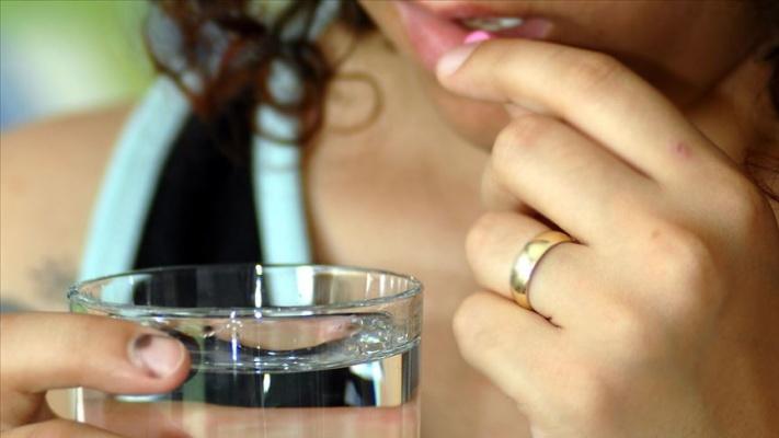 'İlacı bol suyla almak emilimini hızlandırıyor'