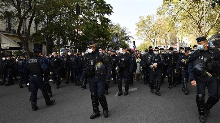 Fransa'da lise öğrencileri Kovid-19 protestolarını sürdürüyor