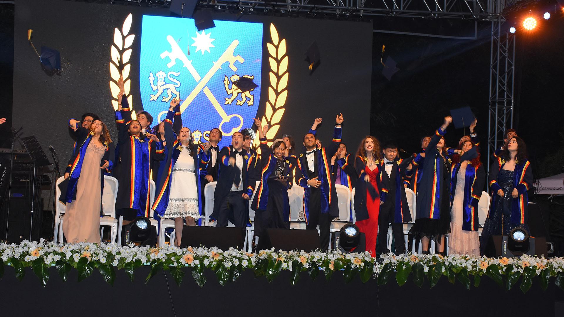 Tarabya İngiliz Okulları Mezuniyet Töreni İngiltere Başkonsolosluğunda Gerçekleşti!