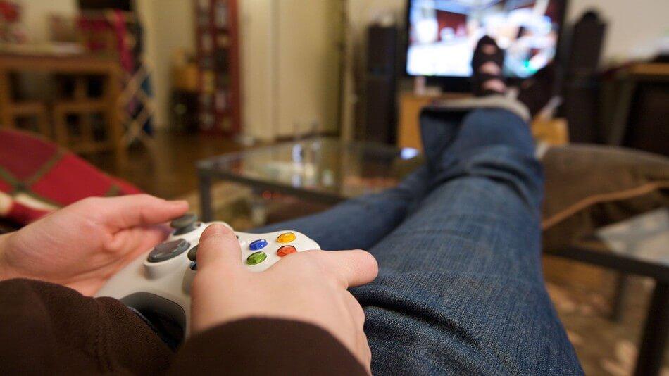 Kızlar stres, erkekler hava atmak için oyun oynuyor