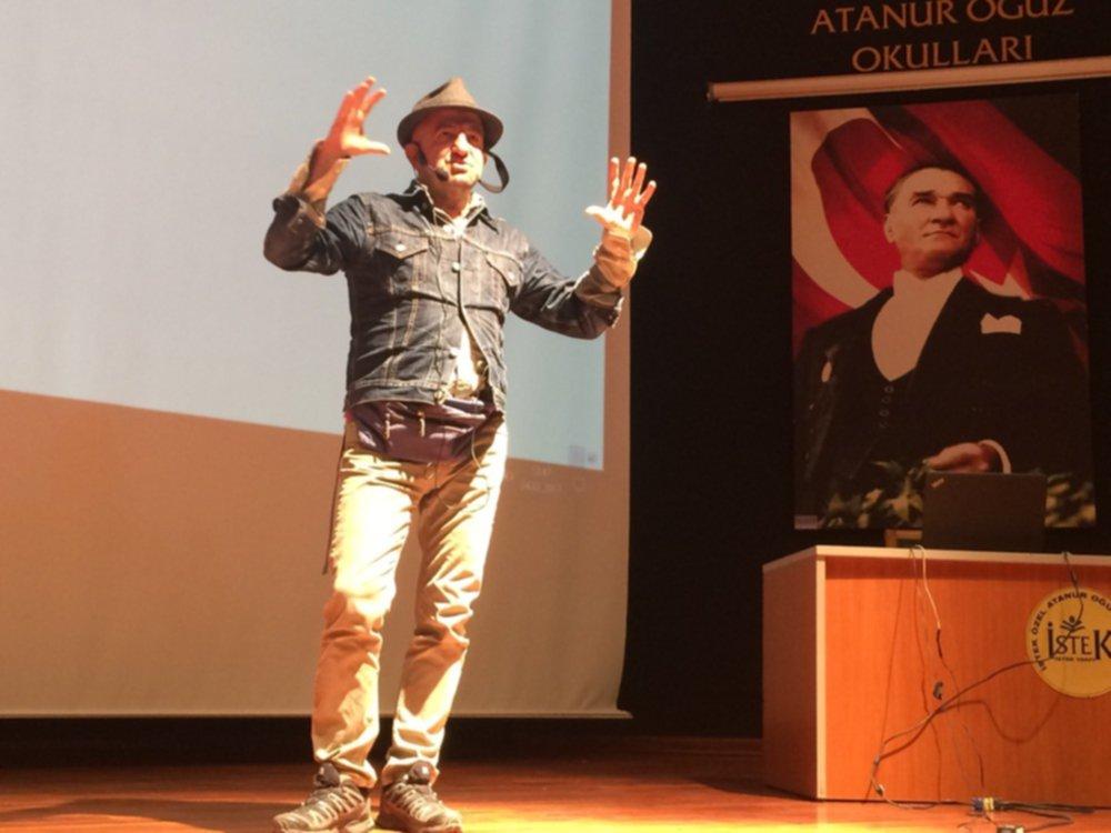 """Magma Dergisi Yayın Yönetmeni Özcan Yüksek'ten """"Dünya Coğrafyası"""""""