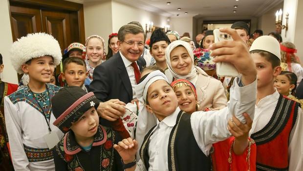 Başbakan Davutoğlu, 'dünya çocukları'nı kabul etti