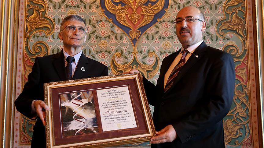 Prof. Dr. Sancar Nobel'i bağışladı!