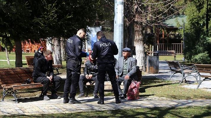 65 yaş üzerinin sokağa çıkmalarının sınırlandırılmasına başlandı