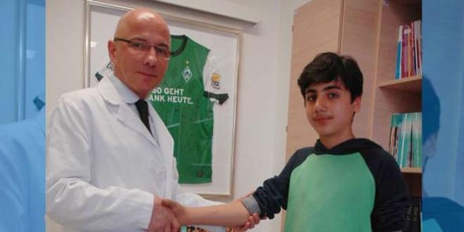 Türk profesörden savaş mağduru çocuğa mekanik kol