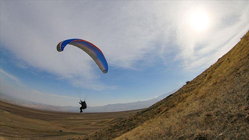 'Türkiye'nin Çatısı'nda yamaç paraşütü eğitimi