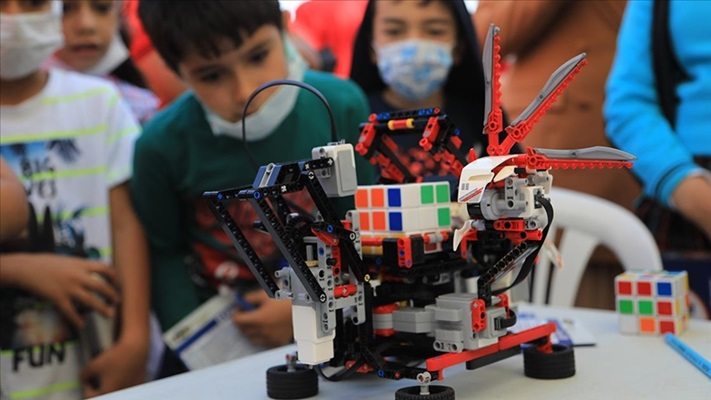 Bingöl'de düzenlenen 'Bilim ve Sanat Şenliği'ne 10 ilden 52 proje katıldı