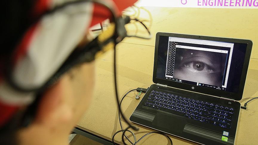 Lise öğrencisinden engellilere gözle bilgisayar kullandıran yazılım