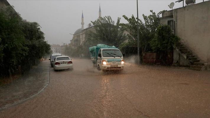 Meteorolojiden Kıyı Ege ve Batı Akdeniz için sağanak uyarısı