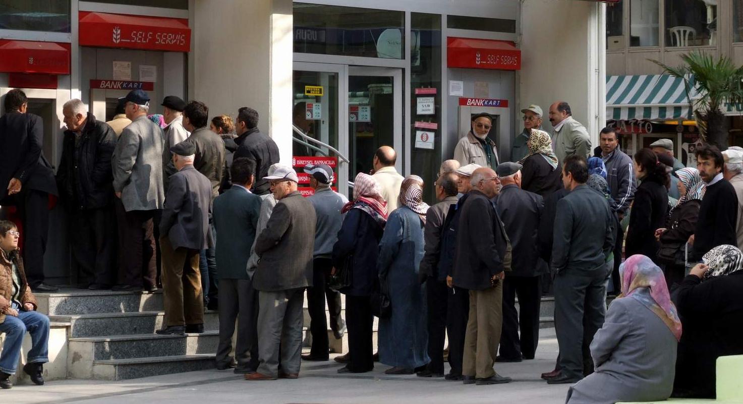 Yaklaşık 500 bin kişi emekliliğe 'merhaba' dedi