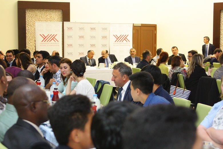 YÖK Başkanı, 5 kıtadaki 52 farklı ülkeden yaklaşık 200 yabancı öğrenciyle iftarda buluştu