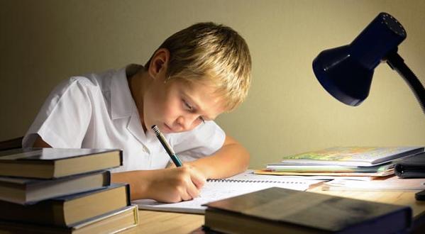 İlkokul Çocuğu, Okula ve Ödevlerine Nasıl Motive Edilir?