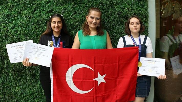 Endonezya'da Türk öğrencilere uluslararası bilim yarışmasında 2 altın madalya