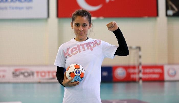 Türkiye'nin konuştuğu Merve Akpınar'a yüzde 100 eğitim ve spor bursu