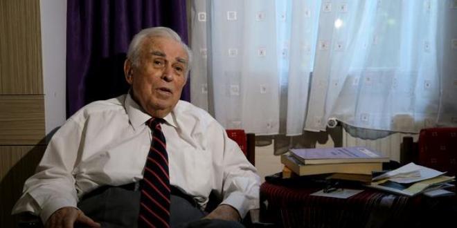 87 yaşındaki profesör ders vermeye devam ediyor
