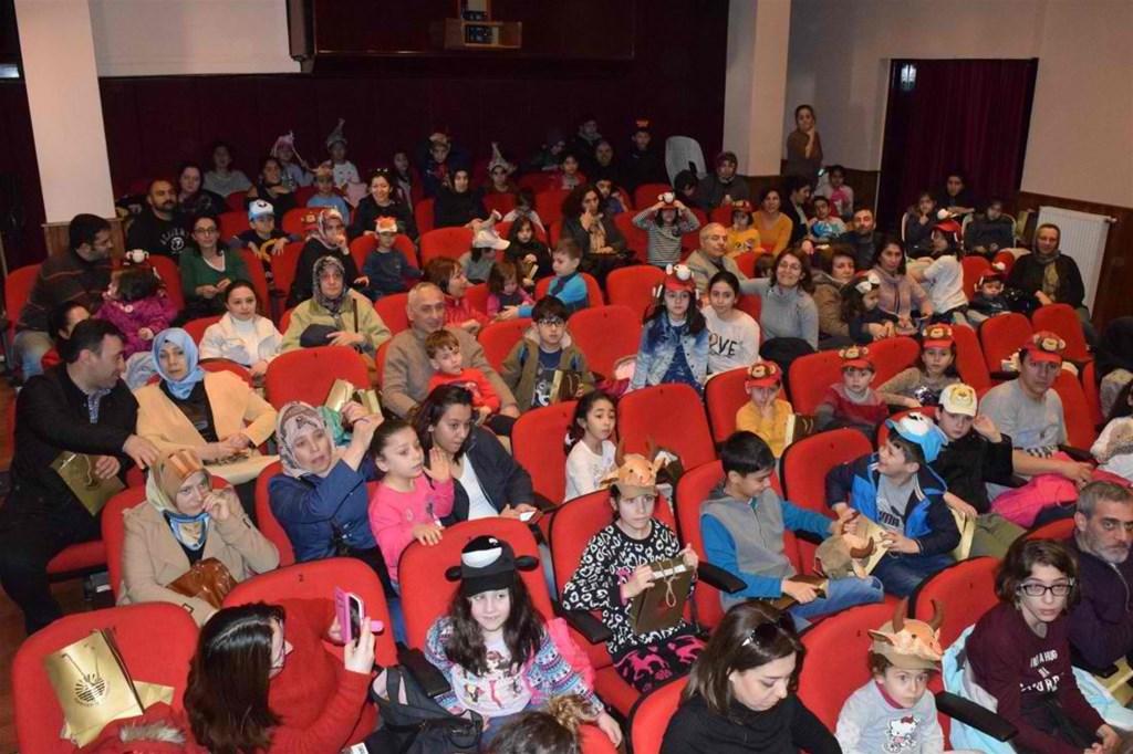 Sarıyer Belediyesi 3 bin 600 çocuğu tiyatroyla buluşturdu