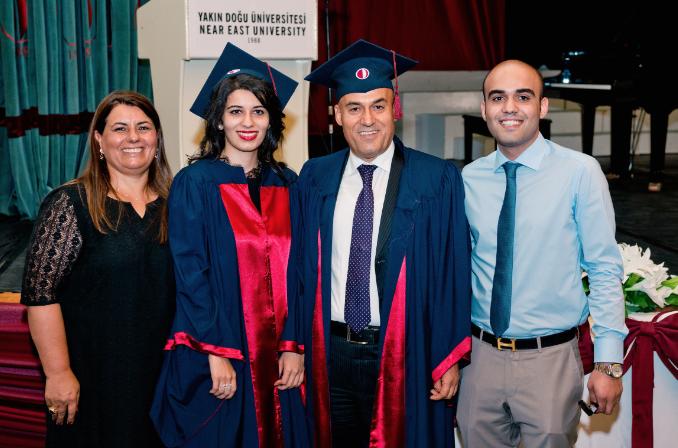 Altınbaş, 50 yaşından sonra kızıyla aynı gün üniversiteden mezun oldu!