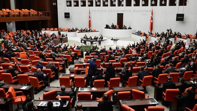İstanbul Milletvekili Şeker'den ÖSYM'ye Şaibeli Sınav Tepkisi!