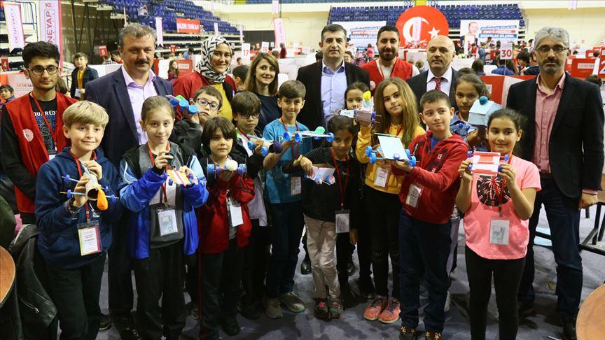 Gençler 'teknoloji yıldızı' olmak için hünerlerini sergiledi