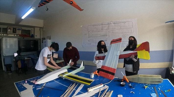 Model uçak tasarlayan liseliler TEKNOFEST'e hazırlanıyor