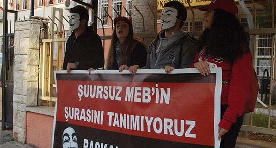 Osmanlıca Protestosuna Makaslı Müdahale!