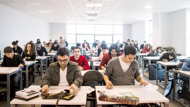 Üniversiteli Öğrenciler Katlamalı Harçlara İsyan Etti