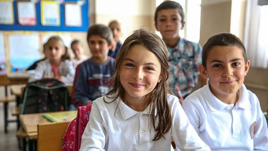 Yüksekova'da öğrencilerin okula dönme sevinci