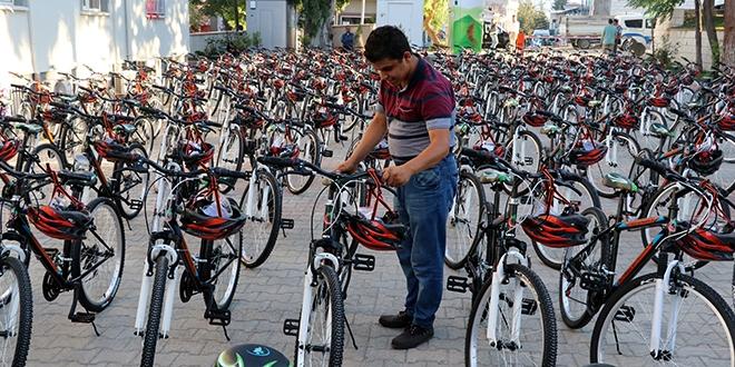 TEOG'da başarı gösteren öğrencilere bisiklet