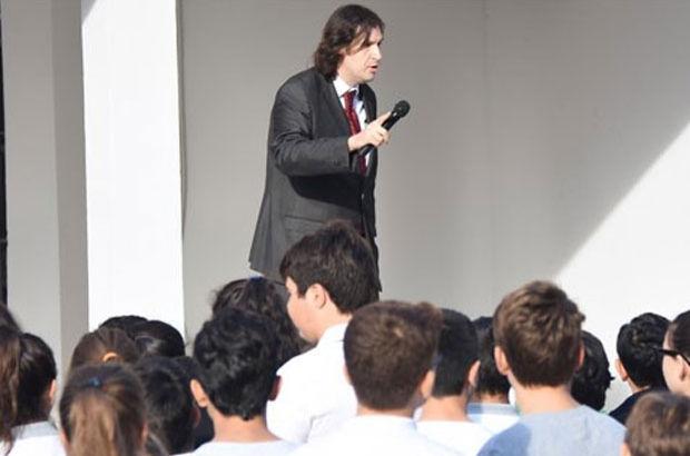 İzmir'de 'Andımız'ı okumak isteyen öğrencilere müdürden azar