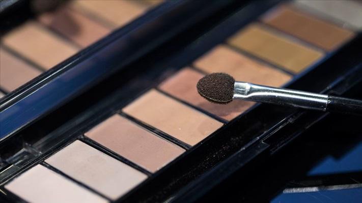 Uzmanından 'Kozmetik ürün alırken sağlığınızı da riske atmayın' uyarısı