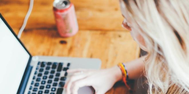Kadınlar, internete erkeklerden daha bağımlı