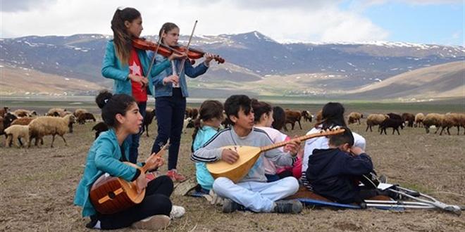 Köy çocuklarının orkestrası belgesele konu oldu