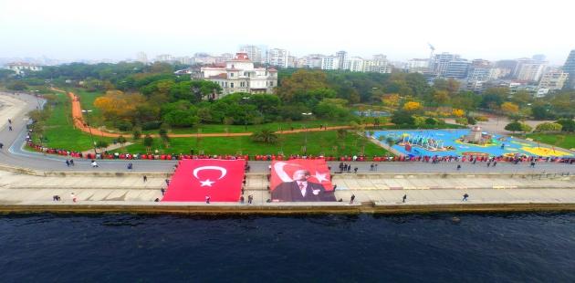 Kadıköy'de 6,5 Km'lik Saygı Zinciri
