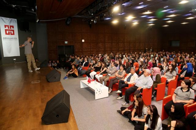 AGÜ'de Lise Öğrencilerine Hayal Konferansı