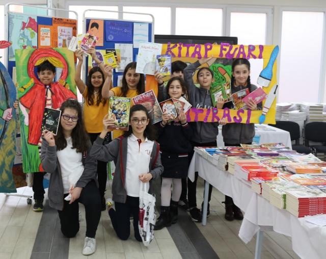 Uğur Kolejinde öğrenciler için Geleneksel Kitap Fuarı başladı
